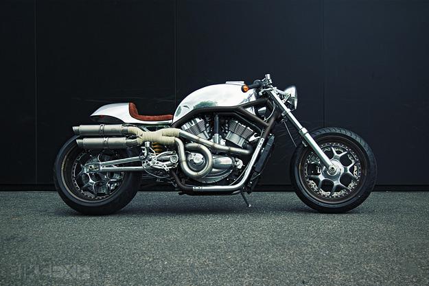 Harley V-Rod cafe racer by Dr Mechanik