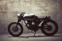 Honda CBS125 by Dauphine-Lamarck