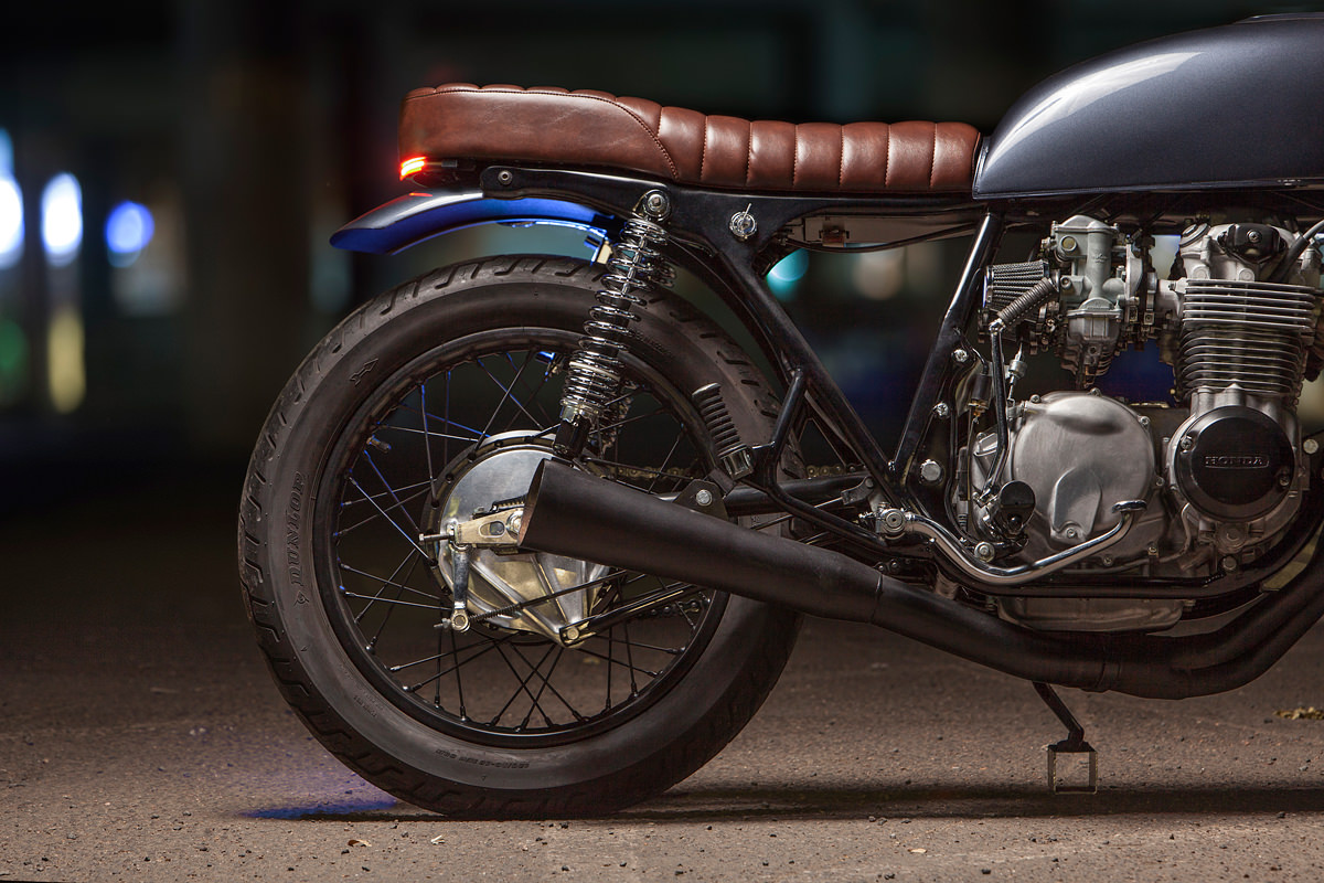 The rest of the CB550 is a classic home build: Dave did everything except for the paint, upholstering and wiring. To finish it off, he's fitted clip-on bars ...