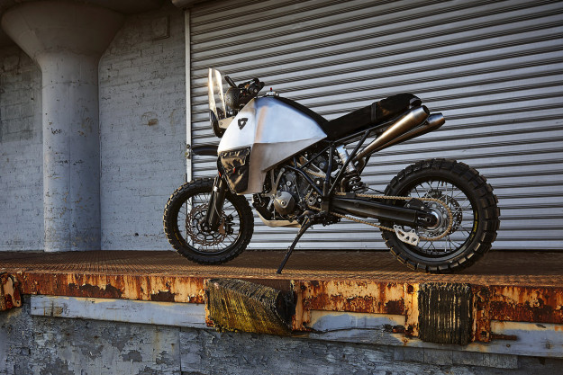 Is it possible to make the KTM 950 SE even more awesome? Yes, by adding a 2-wheel drive system.