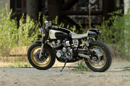 Eight Ball: A Yamaha XJ400 cafe racer from Kiev.
