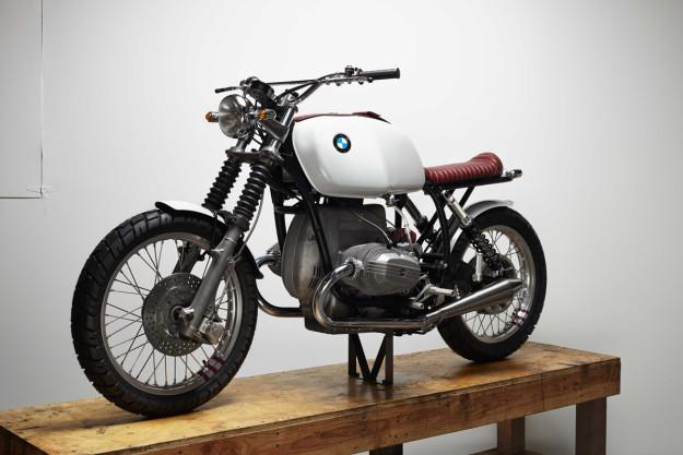 A BMW R100/7 built by Chad Hodge, designer of the Bell Bullitt helmet.