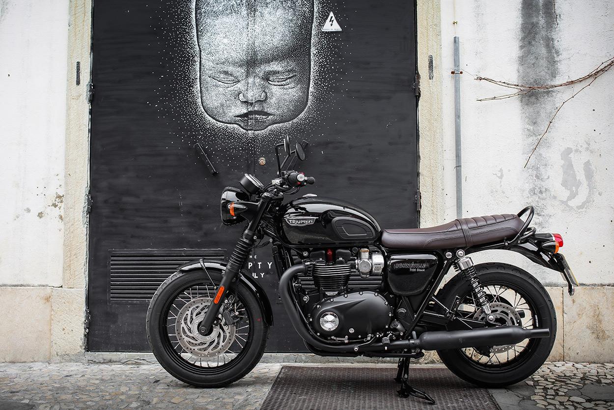 review: triumph bonneville t120 and thruxton r   bike exif