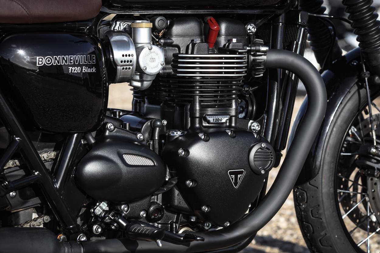 review: triumph bonneville t120 and thruxton r | bike exif