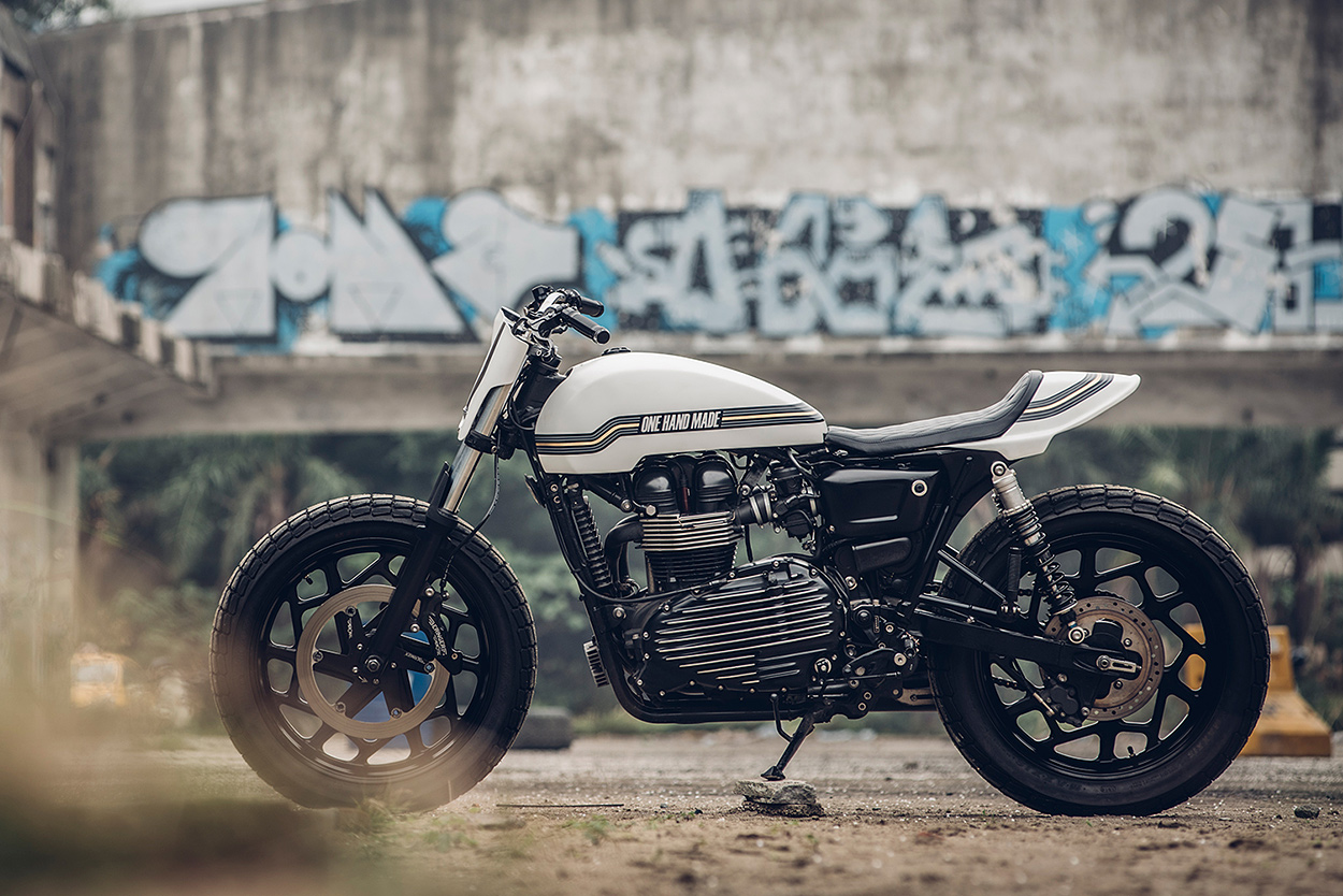 One Track Mind: a killer custom 2014 Triumph Thruxton by Onehandmade