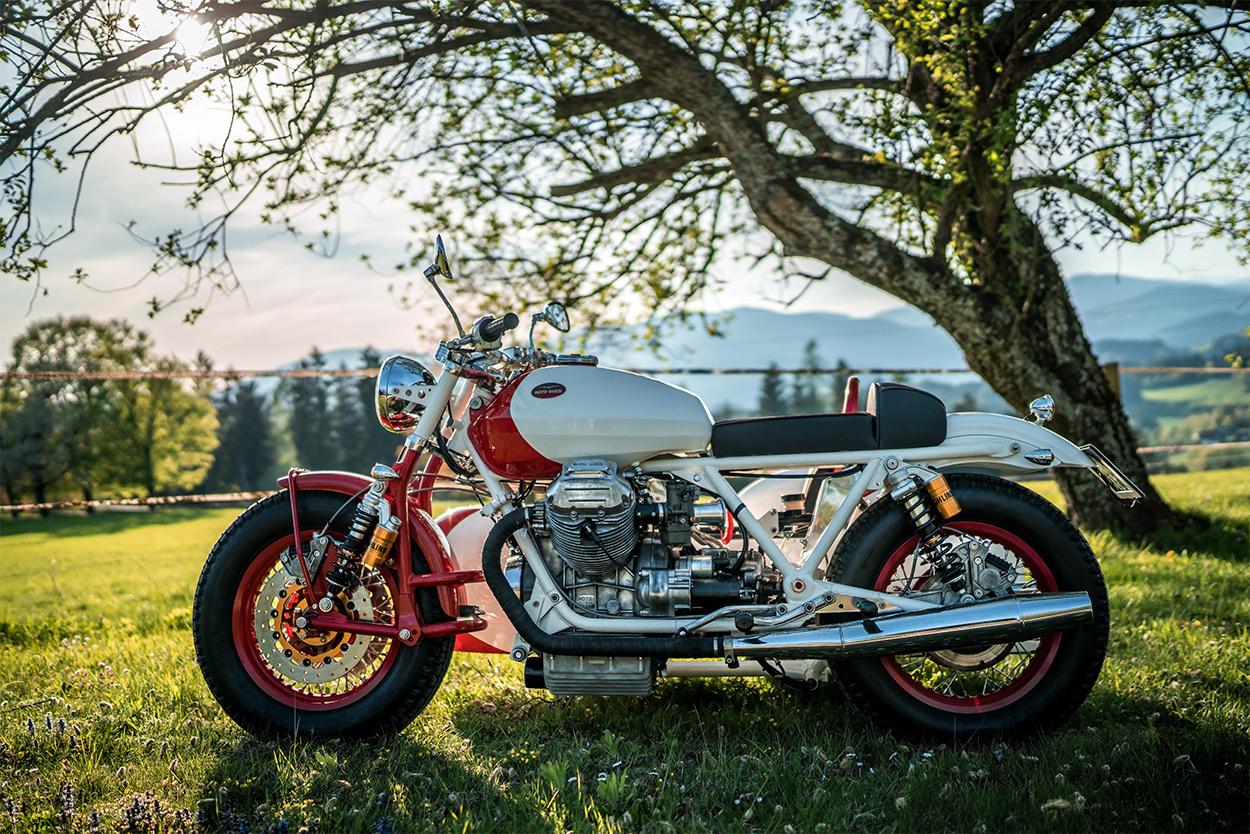 http://kickstart.bikeexif.com/wp-content/uploads/2016/05/moto-guzzi-sidecar-3.jpg