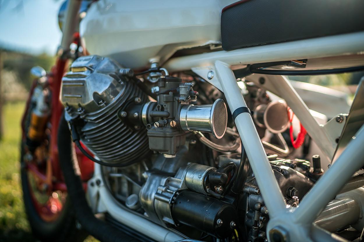 http://kickstart.bikeexif.com/wp-content/uploads/2016/05/moto-guzzi-sidecar-4.jpg