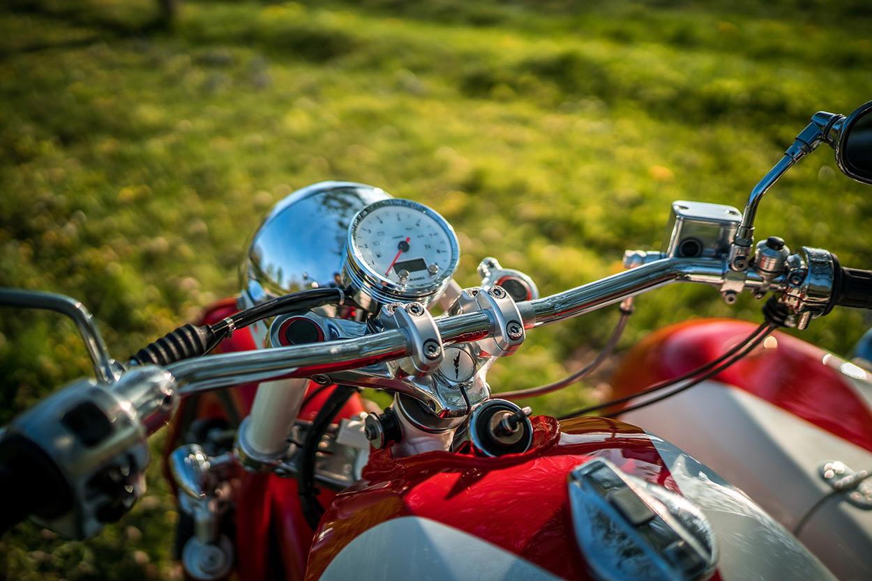 http://kickstart.bikeexif.com/wp-content/uploads/2016/05/moto-guzzi-sidecar-5.jpg