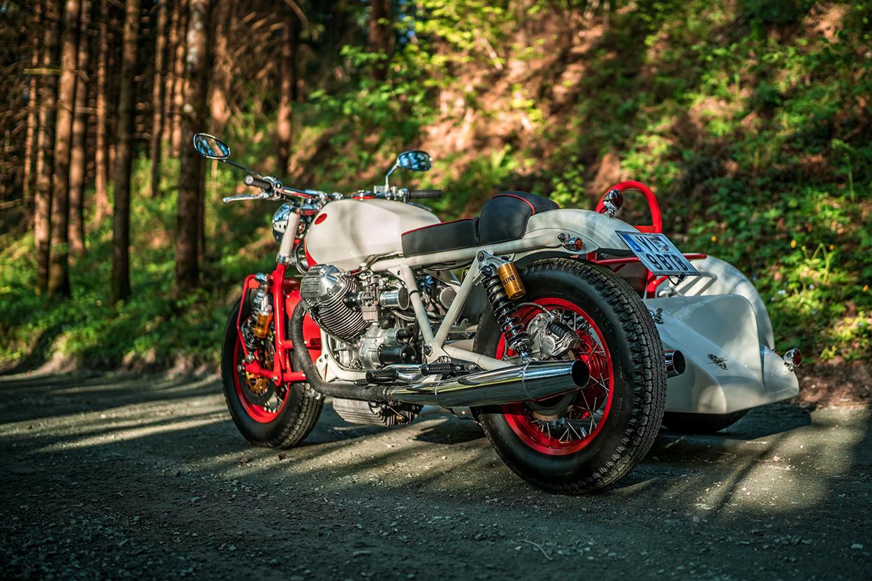 http://kickstart.bikeexif.com/wp-content/uploads/2016/05/moto-guzzi-sidecar-8.jpg