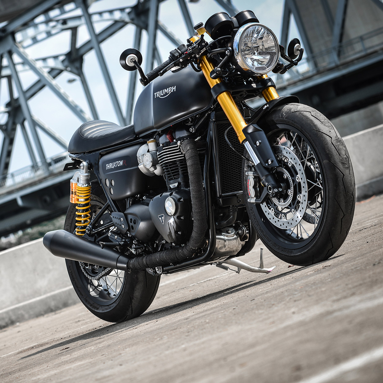 darkster k speed makes the triumph thruxton r look even better bike exif. Black Bedroom Furniture Sets. Home Design Ideas