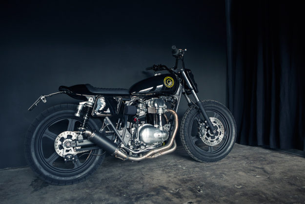 MonoMonkee: A stripped-down Kawasaki W650 dirt tracker from the Wrenchmonkees