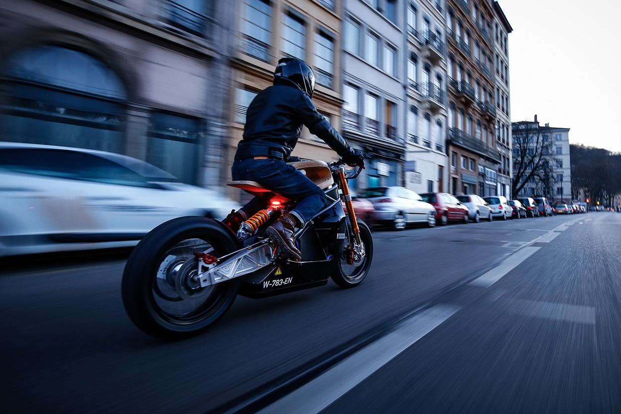 http://kickstart.bikeexif.com/wp-content/uploads/2017/03/e-raw-french-electric-motorcycle-8.jpg