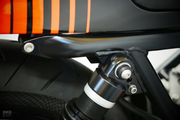 Moto Guzzi Le Mans cafe racer with Porsche paint by Kaffeemaschine