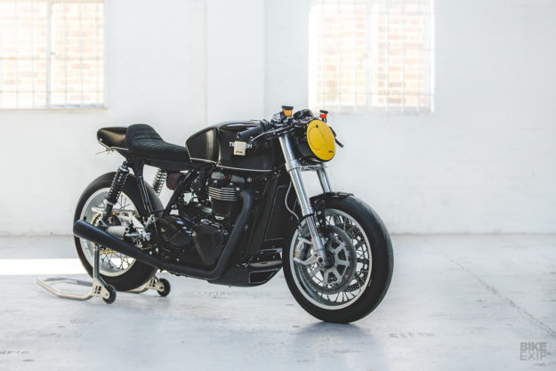Custom Triumph Thruxton R cafe racer by deBolex