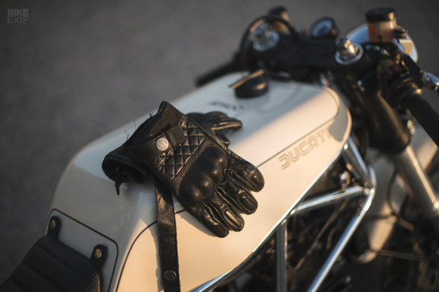 Caffè Crema: Ad Hoc's luscious Ducati 900 SS cafe racer